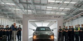 Den aller første serieproduserte Aston Martin DBX er nå ferdig, og nå starter utleveringene. (Fotos: Aston Martin)