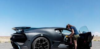 Julia Lemke må sørge for perfekt temperatur i en Bugatti Chiron, noe som er enklere sagt enn gjort. (Fotos: Bugatti)