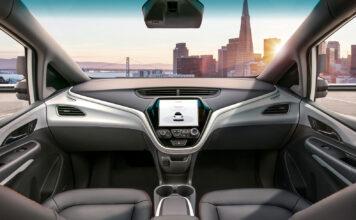 Ser du noe feil med dette bildet? Ja, rattet mangler. Slike biler kommer i framtiden, og Norge er godt forberedt. (Foto: GM)