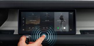 Jaguar Land Rover viser fram en touchskjerm som man ikke trenger å fysisk berøre. (Foto: JLR)
