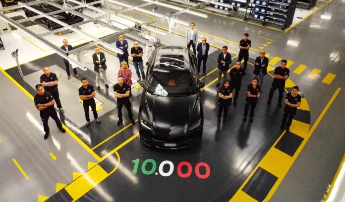 Lamborghini har satt sammen sin Urus nummer 10.000, og de ser jo ganske så barsk ut. (Fotos: Lamborghini)