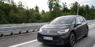 Her er den første Volkswagen ID.3 på norske veier. (Fotos: Schibsted Partnerstudio)