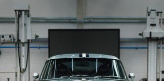Aston Martin bygger nye utgaver av DB4 GT, men disse er ikke godkjent for veibruk. Det finnes heldigvis en løsning. (Fotos: R-Reforged)