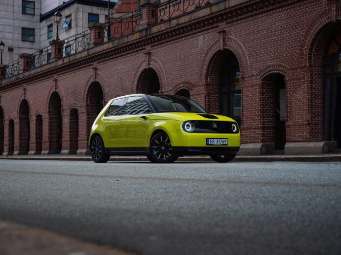 Honda e er en kul, liten tass, både på utsiden og innsiden. (Foto: Nybiltester/SB Automotive)