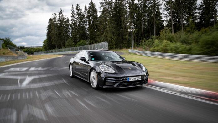Porsche har på gang en ny generasjon Panamera, og i denne blir du den raskeste direktøren på fire hjul. (Fotos: Porsche)