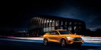 Her er en ny versjon av elbilen Ford Mustang Mach-E, nemlig en GT-versjon. (Fotos: Ford)