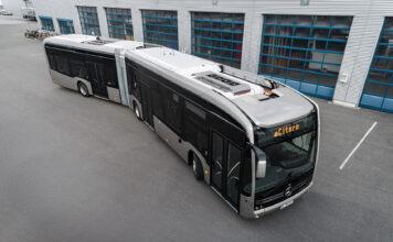 Denne busse brøyter vei for faststoff-batterier. (Fotos: Mercedes)