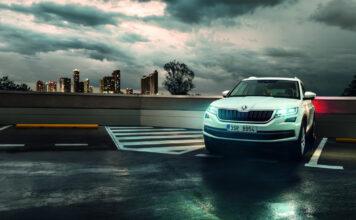 Moderne biler kommer med automatiske lys. (Fotos: Skoda)
