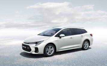 Suzuki har klar sin andre nye modell basert på Toyota-biler, en stasjonsvogn kalt Swace. (Fotos: Suzuki)