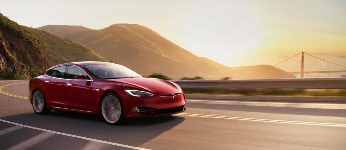 Til neste år kommer det en helt rå versjon av Tesla Model S, som både blir rekkevidde-konge og sprint-konge. (Foto: Tesla)