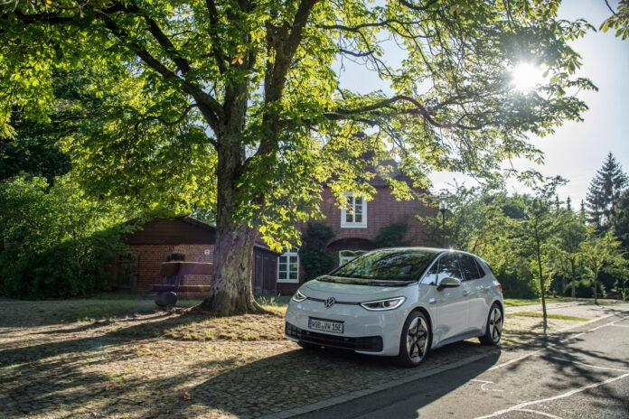 Elbilene har fått opp farten, og sto for over halvparten av nybilregistreringene i august. Den måneden markerte også startskuddet for Volkswagen ID.3. (Fotos: Volkswagen)