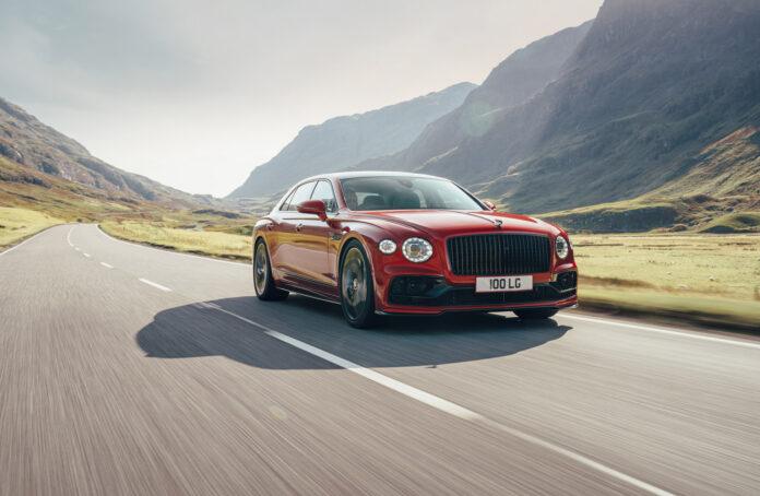 Bentley har klar en V8 av nye Flying Spur som ble introdusert i fjor. (Fotos: Bentley)