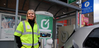 Sjef for Nye Veier, Anette Aanesland, bil at det også fokuseres på ladestasjoner når nye veier bygges. (Fotos: Nye Veier)