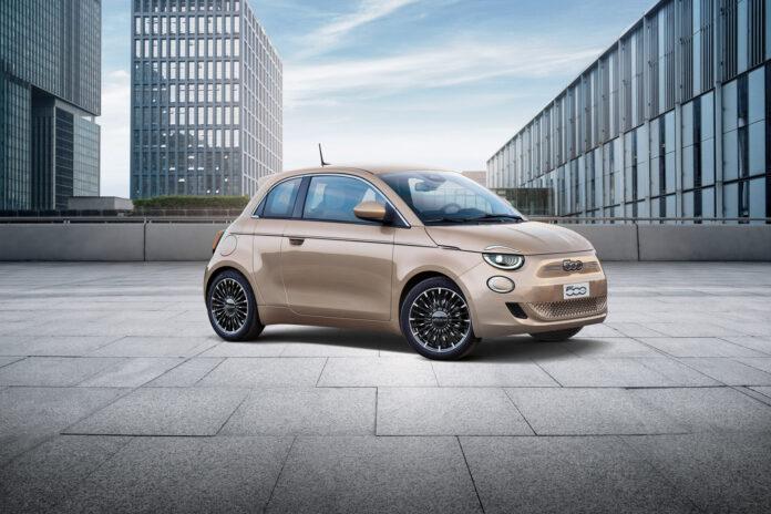 Nye Fiat 500, nå helelektrisk, nærmer seg med stormskritt, og med denne fargen bør den iallfall vekke oppsikt. (Fotos: Fiat)