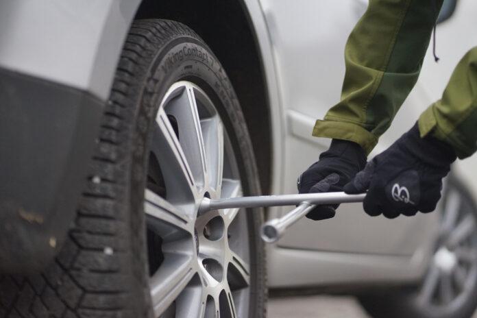 Ikke bli en del av de som mister hjulet etter hjulskifte, så sjekk at mutterne eller boltene sitter ordentlig. (Foto: If)