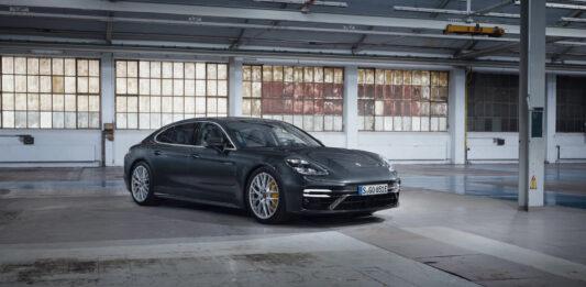 Porsche fyller på den oppdaterte Panamera-familien med tre nye medlemmer, inkludert den ville Turbo S E-Hybrid. (Fotos: Porsche)