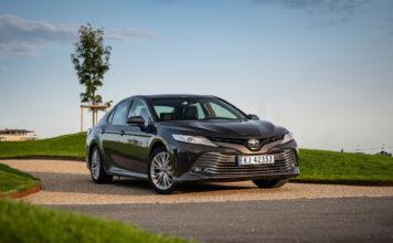 Vi testet Platinum-versjonen av Toyota Camry en uke. (Fotos: Nybiltester)