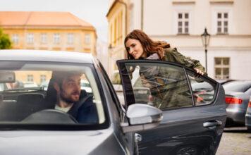 Fra 2. november blir det igjen mulig å bestille vanlige drosjetjenester av Uber i Oslo. (Fotos: Uber)