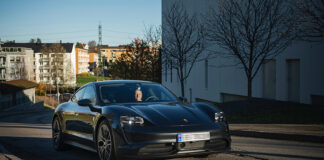 Porsche Norge har rundet 1.000 utleveringer av elbilen Taycan. Her er bilen som rundet milepælen. (Fotos: Porsche)