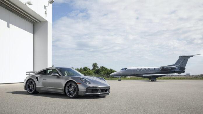 Skal du kjøpe denne Porsche 911 Turbo S, må du også kjøpe noe langt dyrere. Hint, hva ser du mer på bildet? (Fotos: Porsche/Embraer)