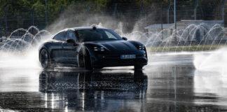 Porsche Taycan har nå rekorden for verdens lengste drifting med en elbil. (Fotos: Porsche)