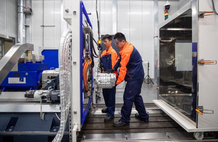 Volvo investerer nå penger i et nytt laboratorium i Kina som skal utvikle neste generasjon elmotorer. (Fotos: Volvo)