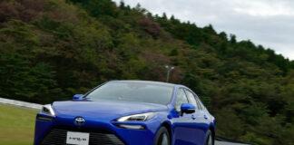 Toyota fornyer nå hydrogenbilen Mirai, og den er nesten ikke til å kjenne igjen! (Fotos: Toyota)