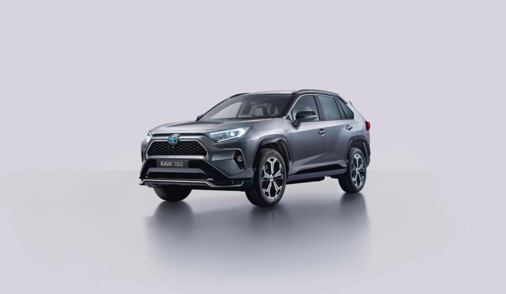 Toyota Rav4 kommer nå også som en ladehybrid. (Foto: Toyota)