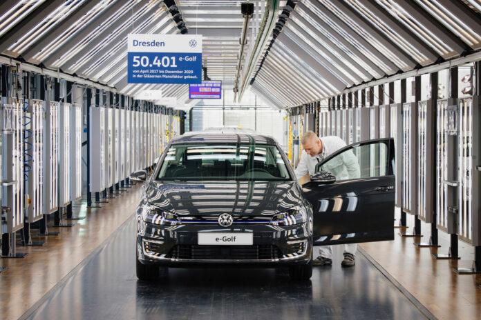 Den aller siste Volkswagen e-Golf er produsert, og den populære bilen er historie. (Fotos: Volkswagen)