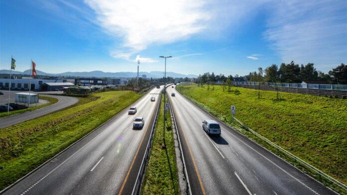 En ny standard vil føre til flere veier med fire felt, og det åpner også for fartsgrenser opp til 110 km/t. (Foto: Knut Opeide, Statens vegvesen)