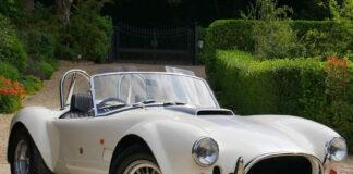 AC Cars har klar sitt første eksemplarer av den gjenfødte legenden AC Cobra. (Fotos: AC Cars)
