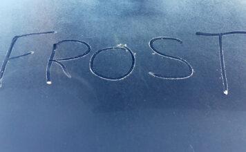 En frossen bil er aldri morsomt, men ikke gjør den vanlige tabben med å kjøre varmeapparatet på fullt med en kald motor. (Foto: Newspress)