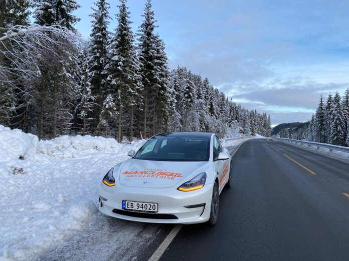 Vi har prøvekjørt 2021-versjonen av Tesla Model 3 Long Range, og det er en effektiv elbil selv under vinterforhold. (Fotos: Nybiltester)