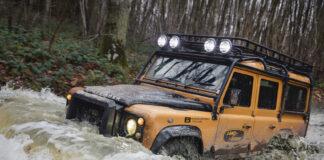 Land Rover tilbyr ikke bare en knallsterk og ny utgave av forrige generasjons Defender, du får også et ekte eventyr med på kjøpet. (Fotos: Land Rover)