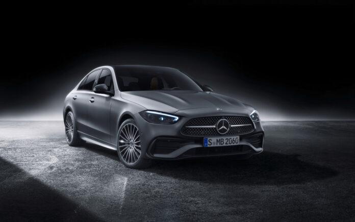 Mercedes har klar nye versjoner av C-klasse, og det kommer en ladbar hybrid med 100 kilometers elektrisk rekkevidde. (Fotos: Mercedes)