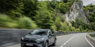 Toyota Rav4 føk til topps på salgsstatistikken i januar. Her den ladbare hybriden. (Fotos: Toyota)