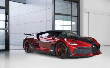 Om du hadde cashet 50 millioner kroner for en bil, ville du lakkert den slik? (Fotos: Bugatti)