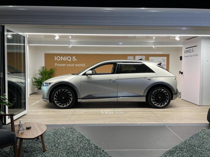 Hyundai opplevde et voldsomt trykk da de åpnet for bestilling av lanseringsversjonen av Ioniq 5, og nå blir det også mulig å se bilen via et digitalt roadshow. (Fotos: Hyundai)