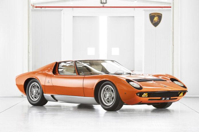Denne kan kanskje kalles for verdens første superbil, Lamborghini Miura. (Foto: Lamborghini)