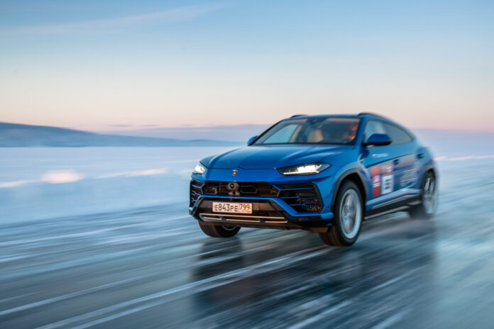 Lamborghini Urus har satt en ny fartsrekord for SUV-modellene på isen. (Fotos: Lamborghini)