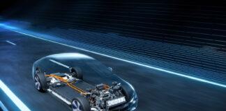 Mercedes er nå i gang med en milepæl blant elbilene, nemlig batteripakker som sørger for rekkevidder på over 700 kilometer. (Fotos: Daimler)