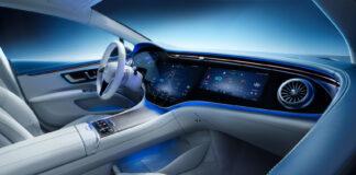 Mercedes EQS er det elektriske flaggskipet til det tyske stjernemerket, og de holder ikke noe igjen. Sjekk den skjermen! (Fotos: Daimler)