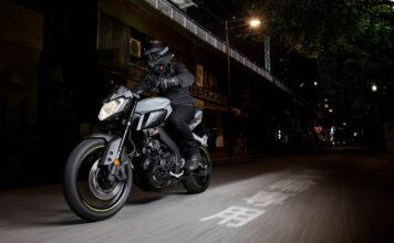 Et nytt forslag vil gjøre det enklere for bilistene til å ta førerkortet for lett motorsykkel. (Foto: Yamaha)