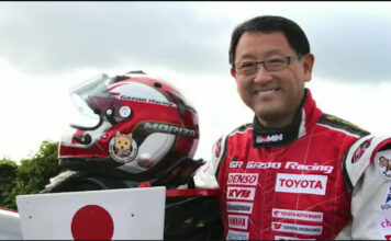 Akio Toyoda er kåret til årets navn i bilverden. (Fotos: World Car Awards)