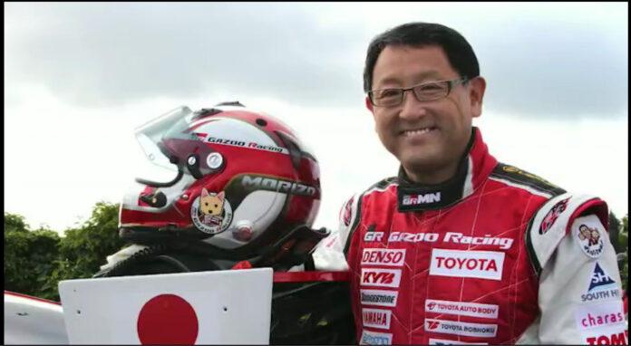 Akio Toyoda er kåret til årets navn i bilverden. (Fotos: World Car Awards)