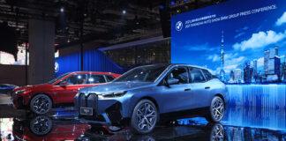 For første gang kan publikum sjekke ut det kommende teknologiske flaggskipet BMW iX. (Fotos: BMW)