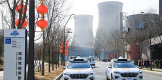 Nå blir det mulig å bestille selvkjørende taxier som er helt tomme når de plukker kunden opp. (Fotos: Baidu)