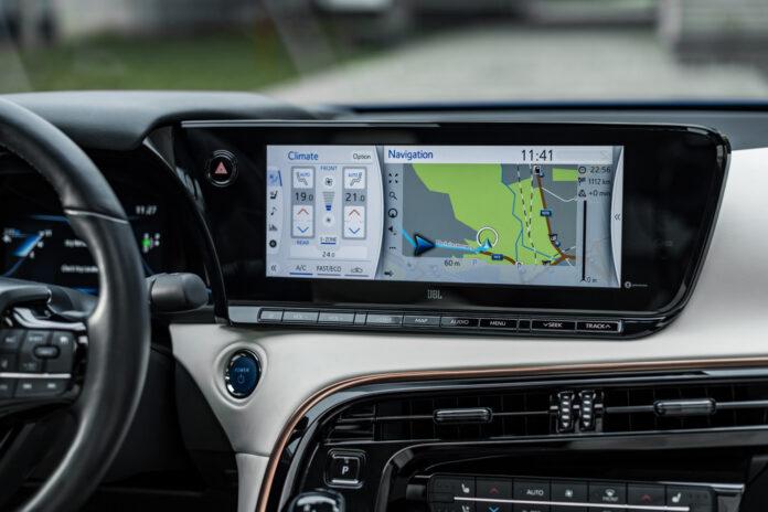 Fem store japanske merker finner nå sammen for å utvikle teknologi som skal la bilene kobles seg til omverden. (Fotos: Toyota)