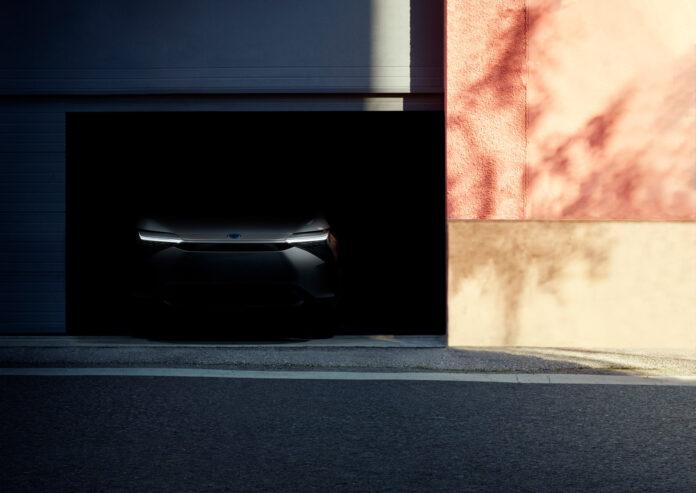 Her er fronten til den kommende elbilen til Toyota, som skal vises fra i neste uke. (Fotos: Toyota)