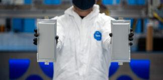 Ford og BMW har investert ytterligere i et selskap som utvikler faststoff-batterier, og allerede neste år skal de prøve ut slike batterier. (Fotos: BMW)